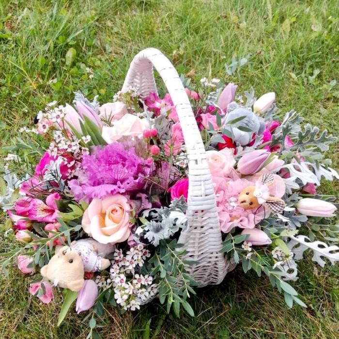 Увеличить - Большая корзина с цветами и игрушками