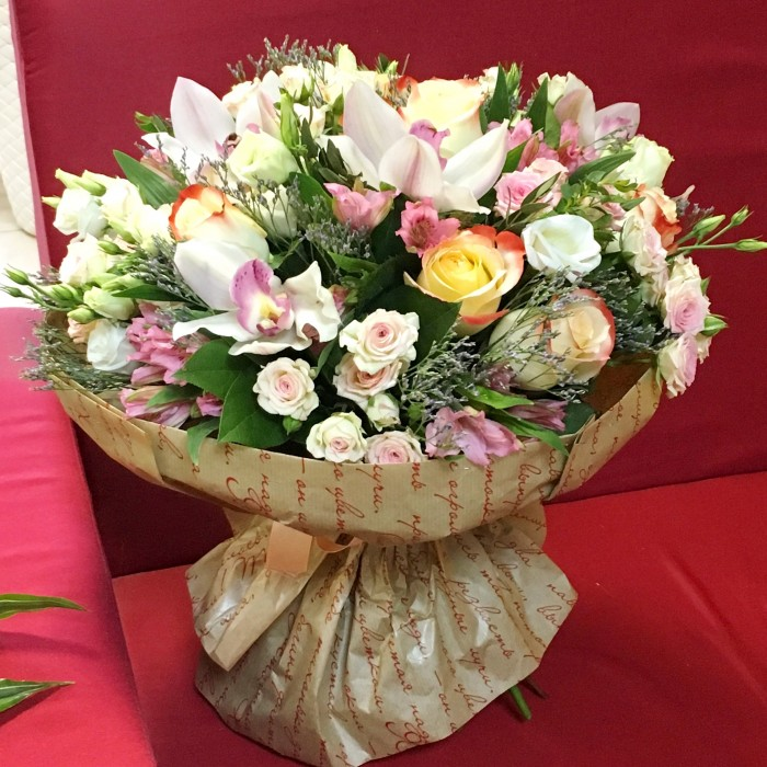 Увеличить - ДР-Букет с орхидеями и кустовыми розами