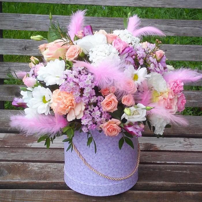 Увеличить - ДР-Шляпная коробка с цветами и перьями